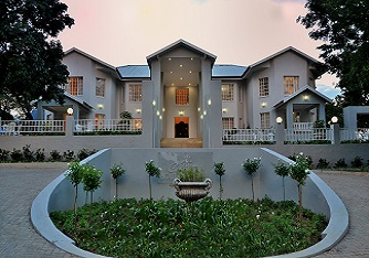 1. SIGNATURE COUNTRY BOUTIQUE HOTEL MAIN ENTRANCE 2